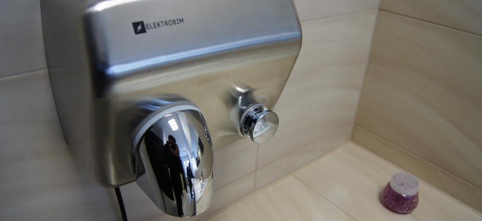 suszarka do rąk na przycisk montaż