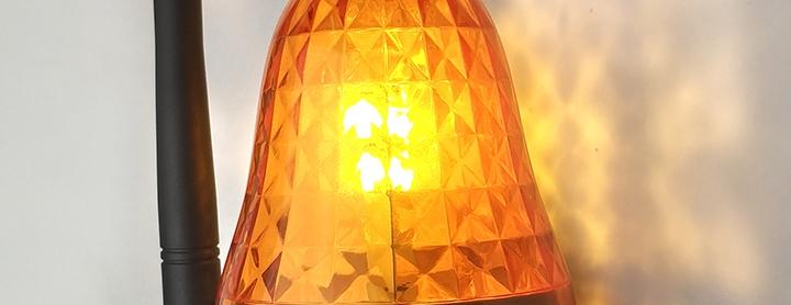 lampa ostrzegawcza z anteną jasna